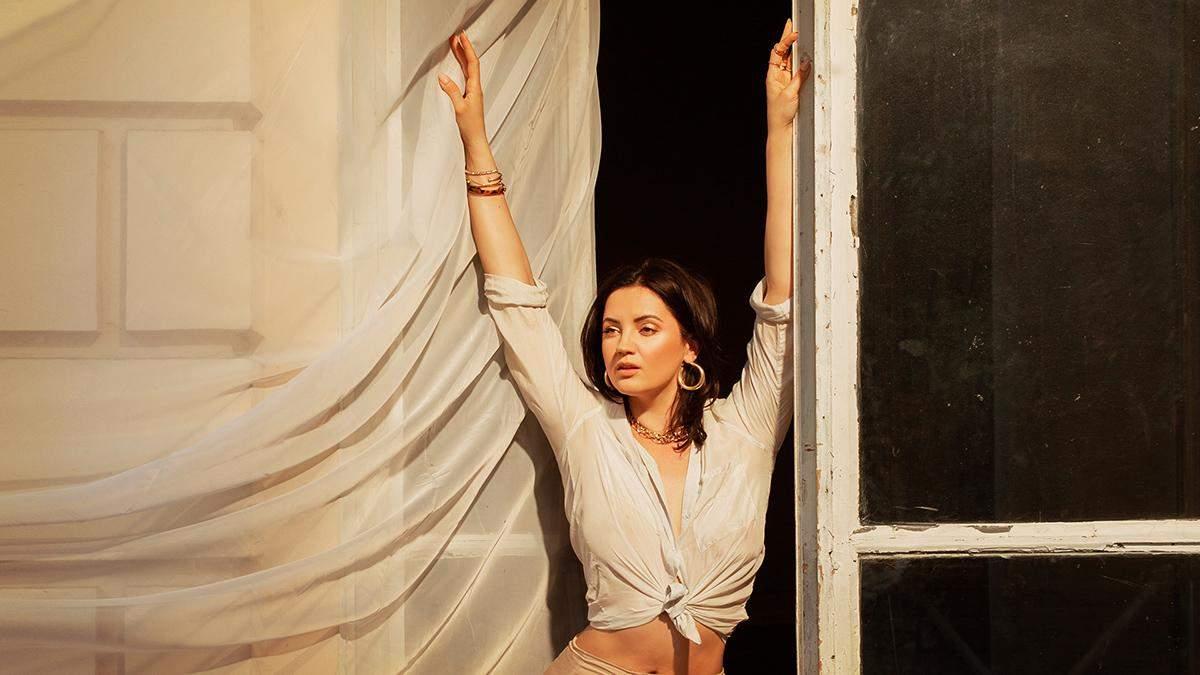 Оля Цибульская снялась в клипе без белья: жаркое видео