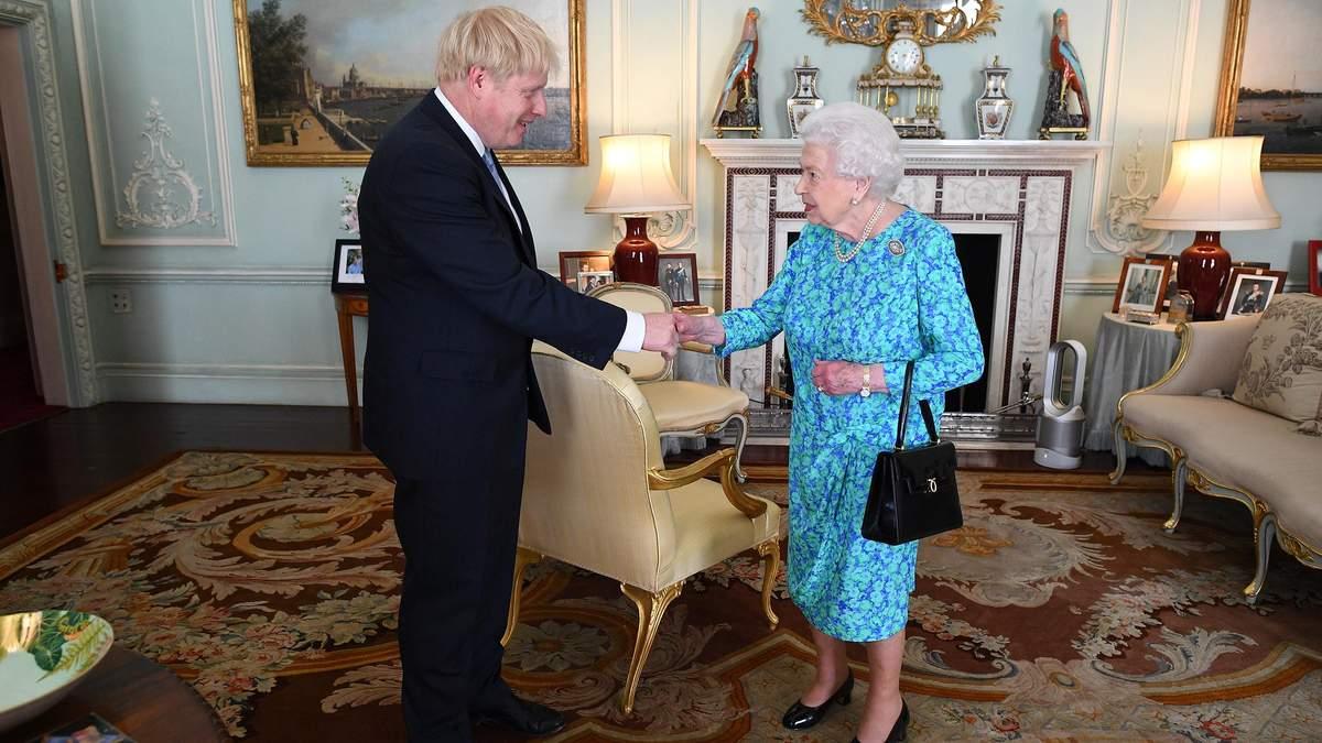 Єлизавета II призначала Бориса Джонсона прем'єр-міністром