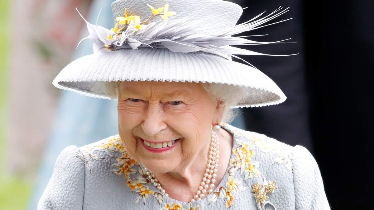 """Елизавета II """"потроллила"""" американских туристов, которые не узнали ее на улице: подробности"""