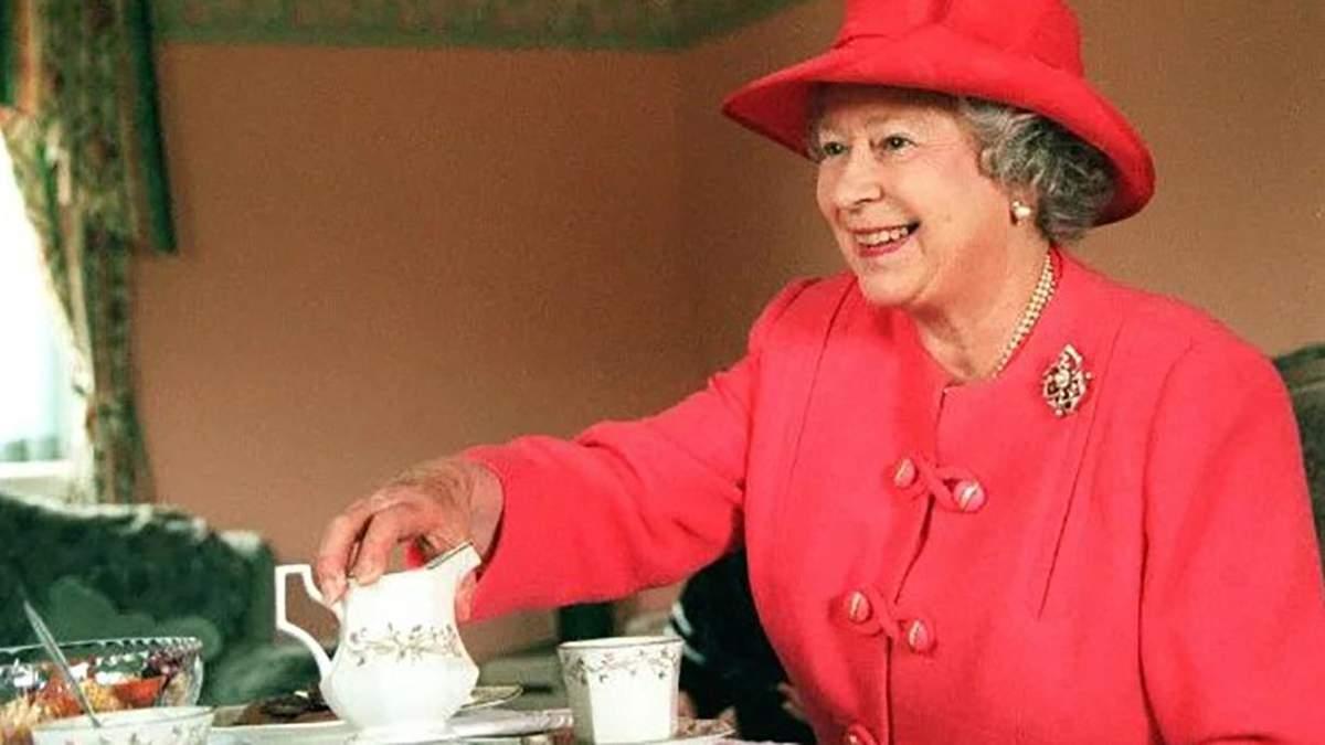 Єлизавета ІІ подала чай мебляру, який працював у Букінгемському палаці: цікаві деталі