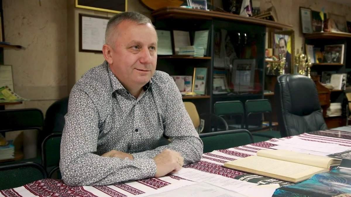 Керівник хору Верьовки Корінець готовий написати заяву на звільнення