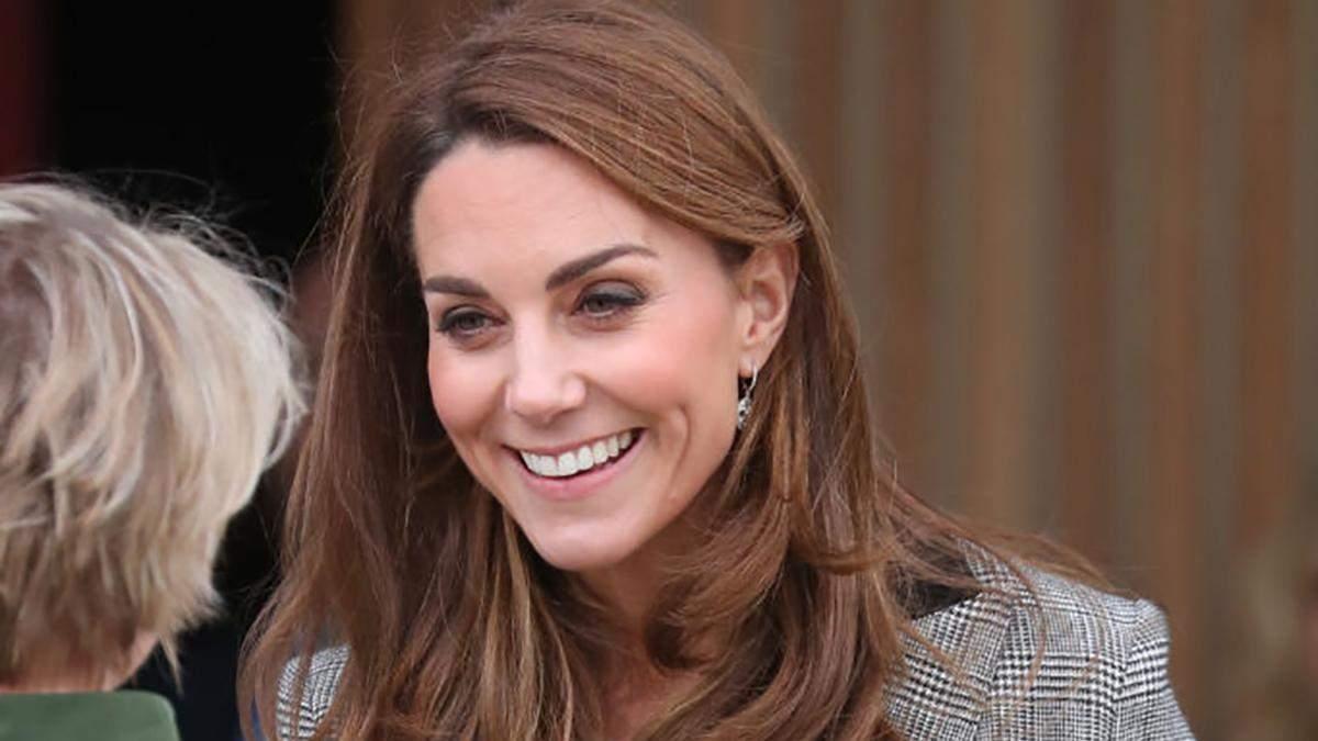 По-королевски изящно: Кейт Миддлтон поразила нарядом для встречи с волонтерами