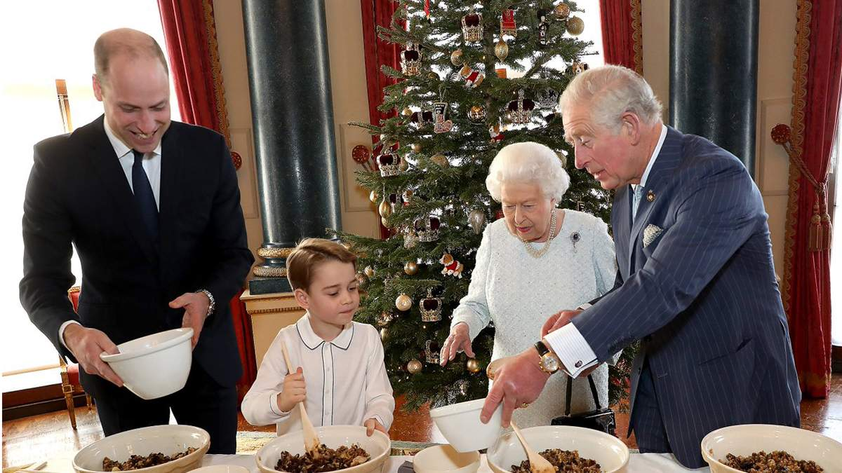 Елизавета II сделала рождественские фото с тремя наследниками престола: что об этом известно
