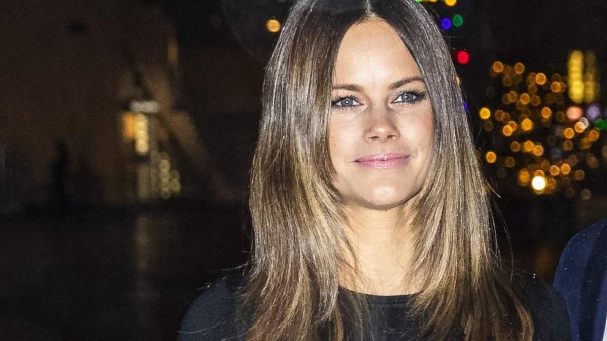 Акцент на юбку: шведская принцесса София продемонстрировала стильный образ