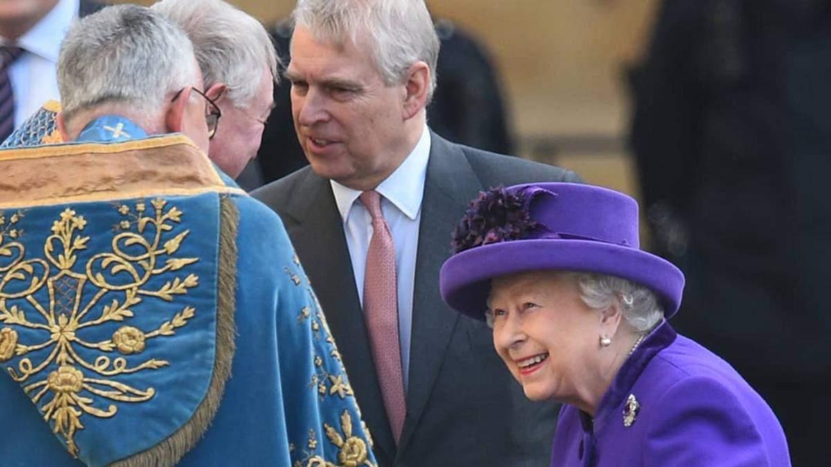 Королева Єлизавета ІІ вперше здійснила публічний вихід зі скандальним принцом Ендрю
