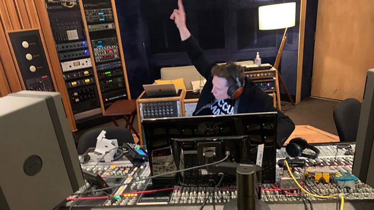 """Мільярдер та засновник SpaceX Ілон Маск представив свою пісню """"Не сумнівайся"""""""