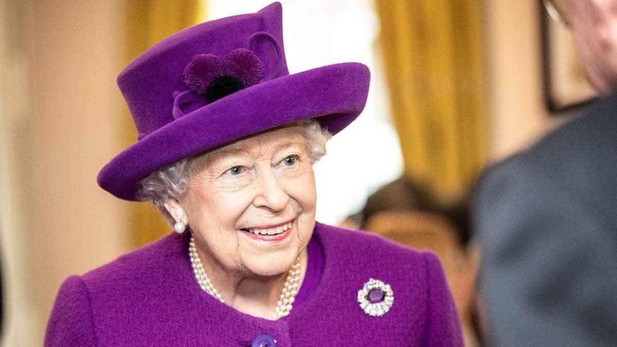 Королева Єлизавета ІІ вперше за весь час свого правління провела аудієнцію по телефону