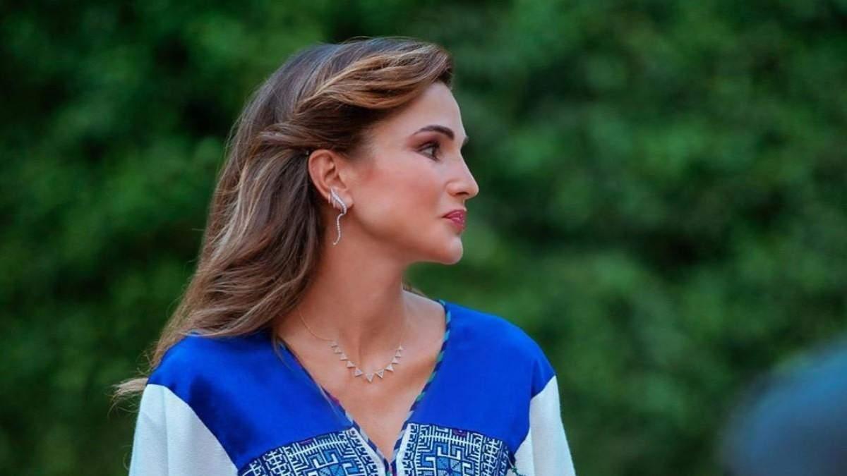 Королева Иордании надела вышитое платье на торжественное мероприятие: роскошные фото