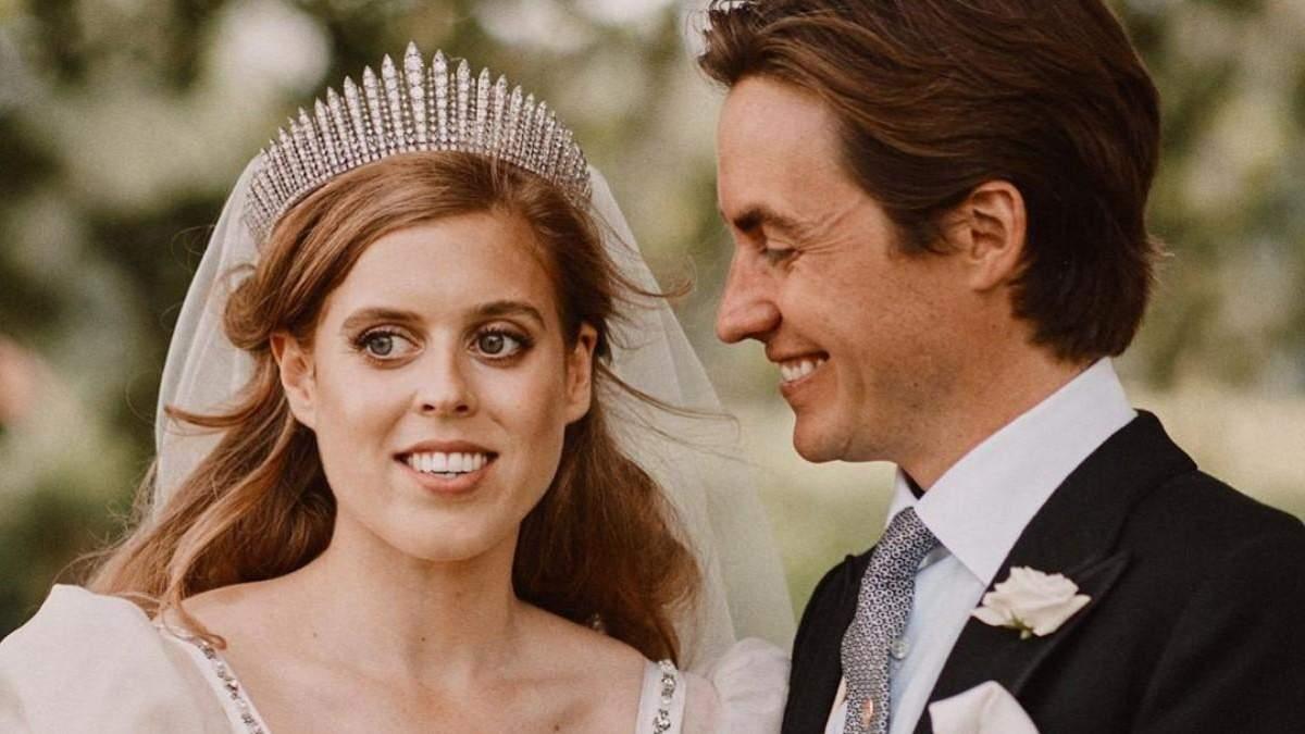 Принцеса Беатріс вийшла заміж у сукні своєї бабусі: фото з королівського весілля