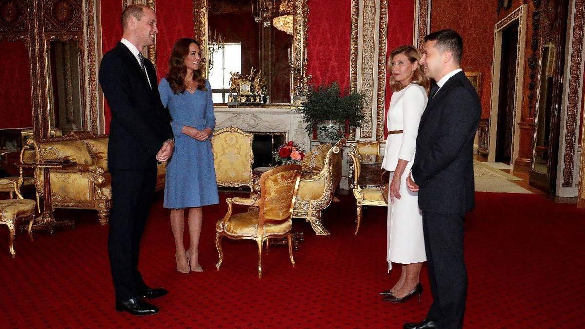 У блакитній сукні: Кейт Міддлтон підкорила бездоганним образом – фото