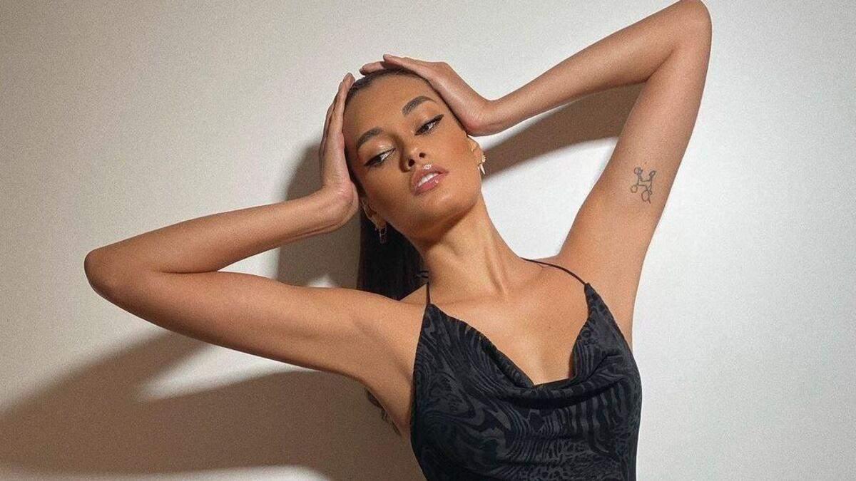 Жизель Оливейра похвасталась роскошной фигурой в черном бикини: фото