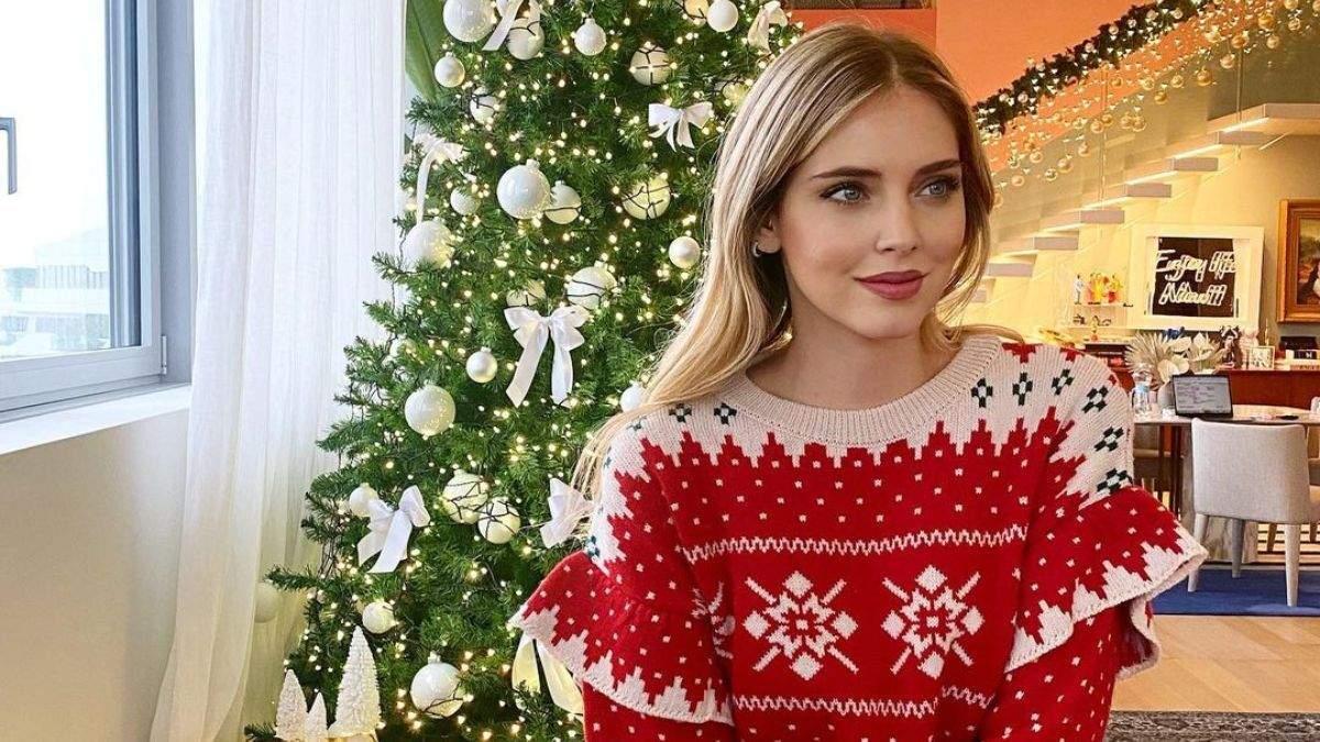 Как знаменитости украсили новогодние елки: фото и видео