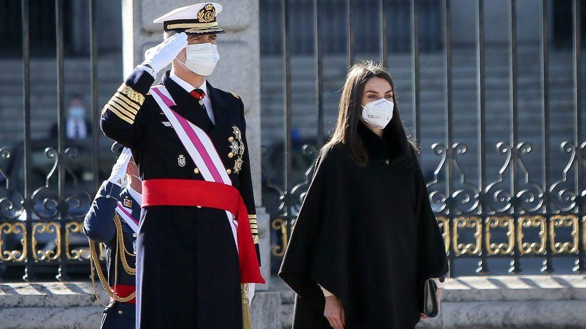 Королева Летиция покорила образом на новогоднем военном параде