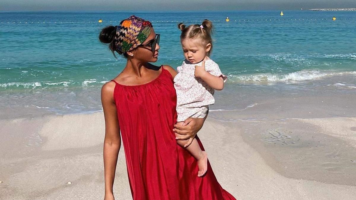 Санта Димопулос покорила сеть фото с годовалой дочкой: трогательные кадры из Дубая