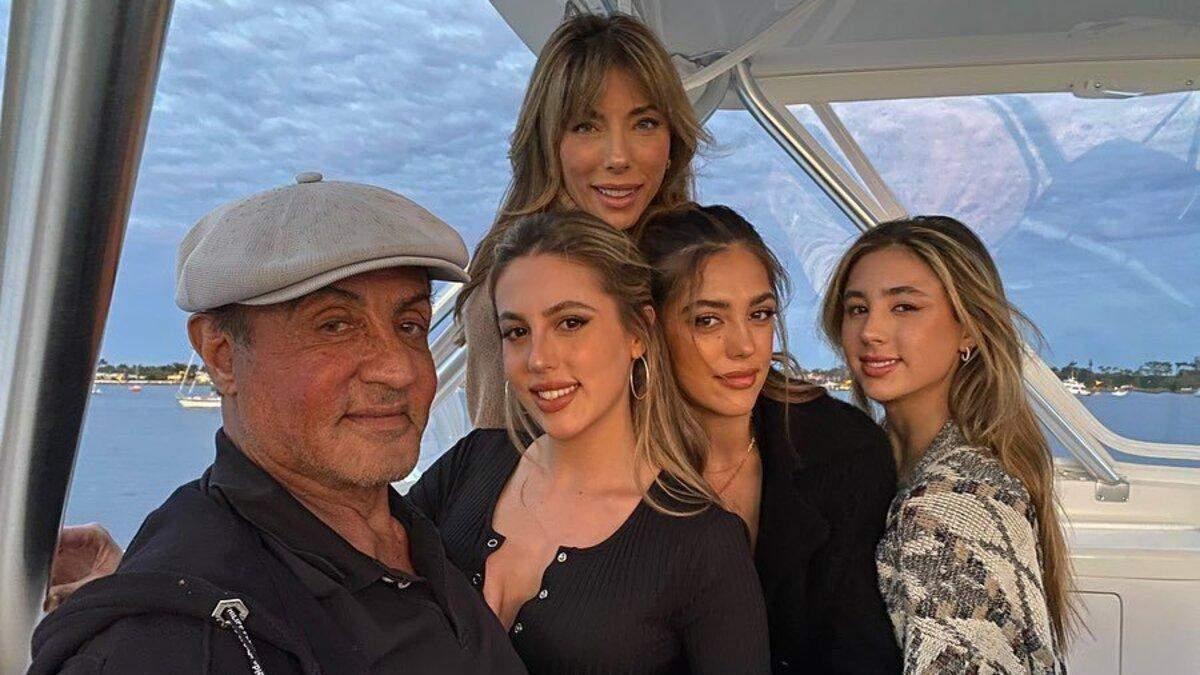 Сильвестр Сталлоне захопив рідкісним фото з дружиною і доньками