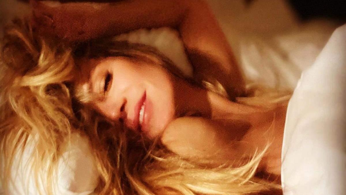 Гайді Клум позувала топлес в ліжку: еротичне фото