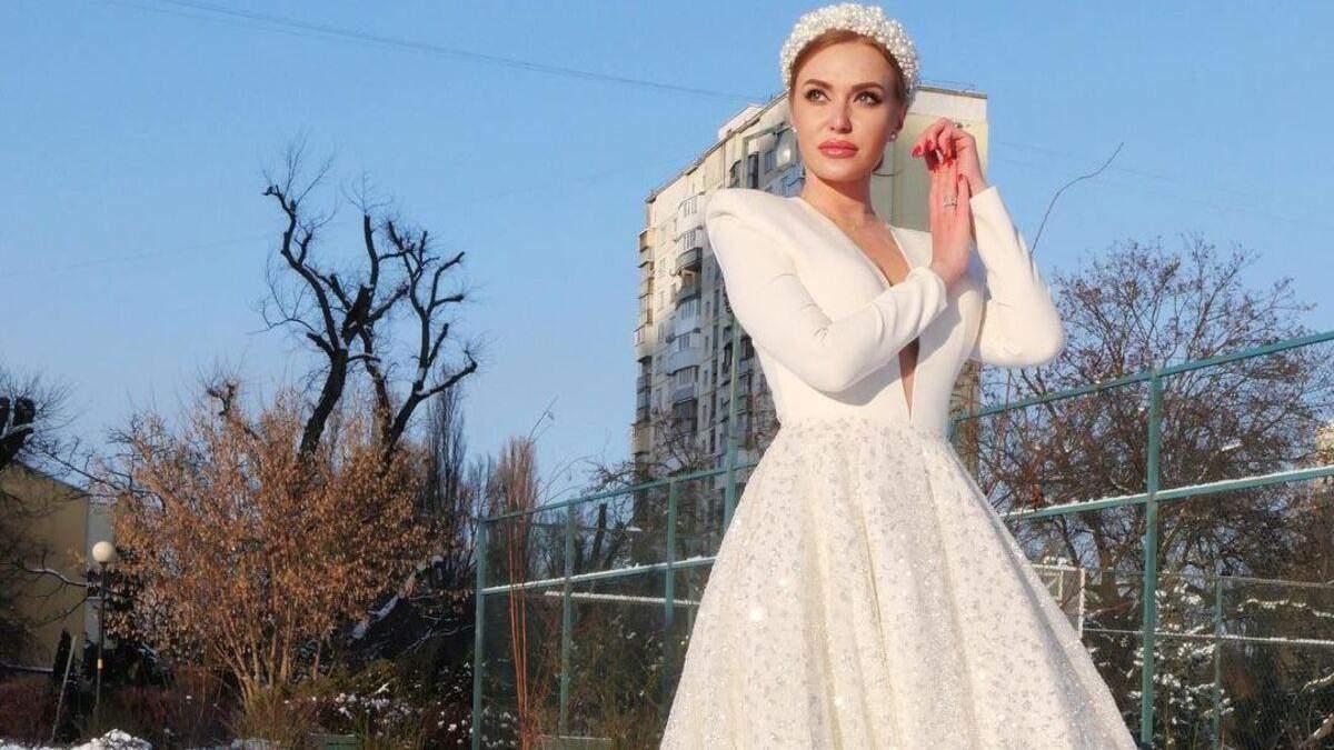 В образе Снежной королевы: Слава Каминская покорила фото в роскошном белом платье
