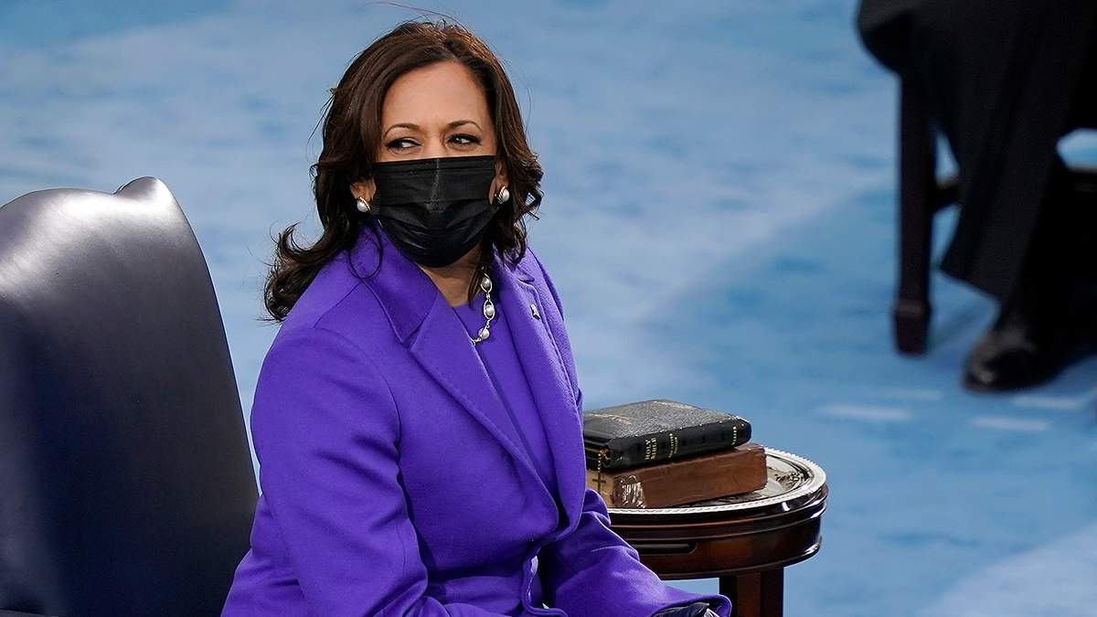 Камала Гарріс одягла фіолетове вбрання на інавгурацію Джо Байдена: фото