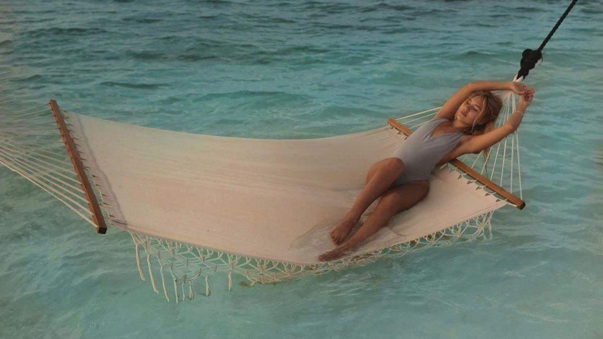 На Мальдивах: Даша Квиткова покорила соблазнительным фото в купальнике