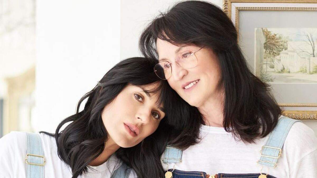 Маша Ефросинина чувственно поздравила маму с днем рождения: фото