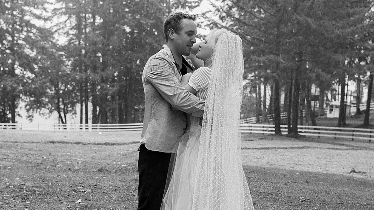 Памела Андерсон таємно одружилась з охоронцем: весільні фото