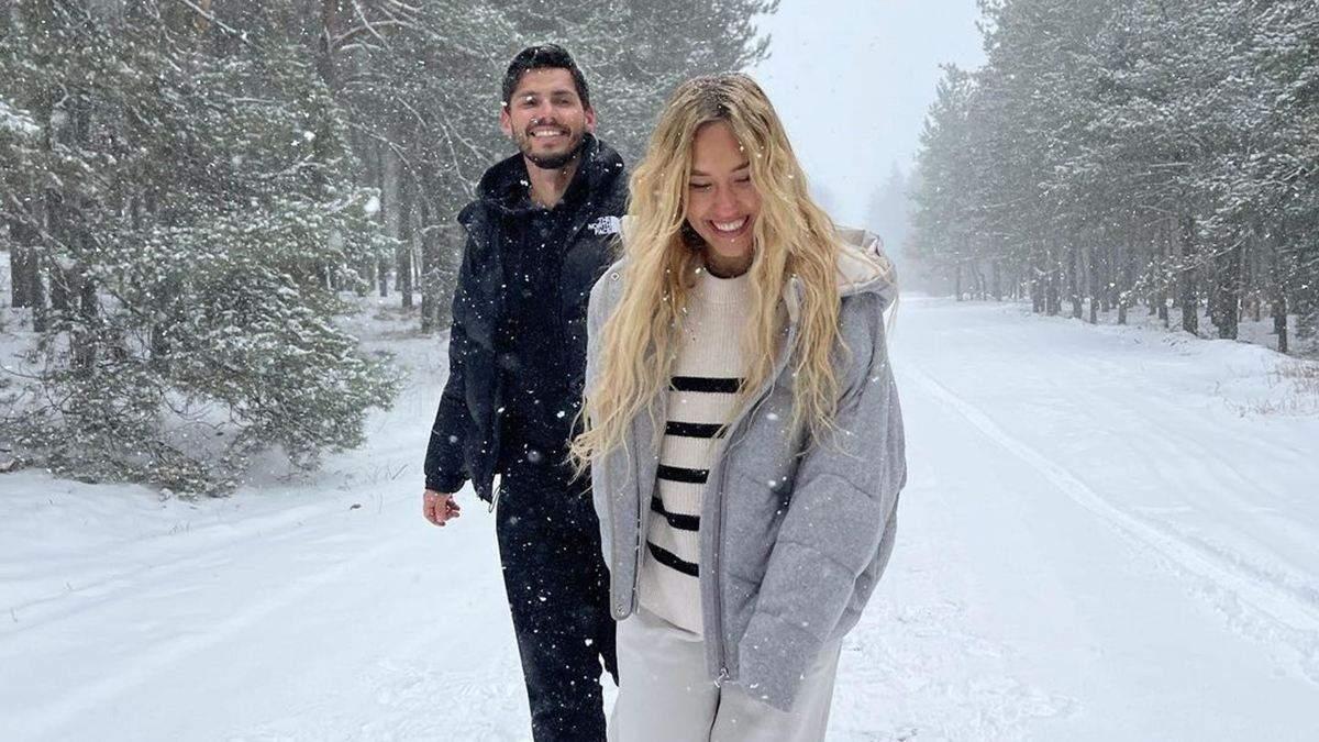Беременная Даша Квиткова устроила фотосессию в лесу: кадры с мужем