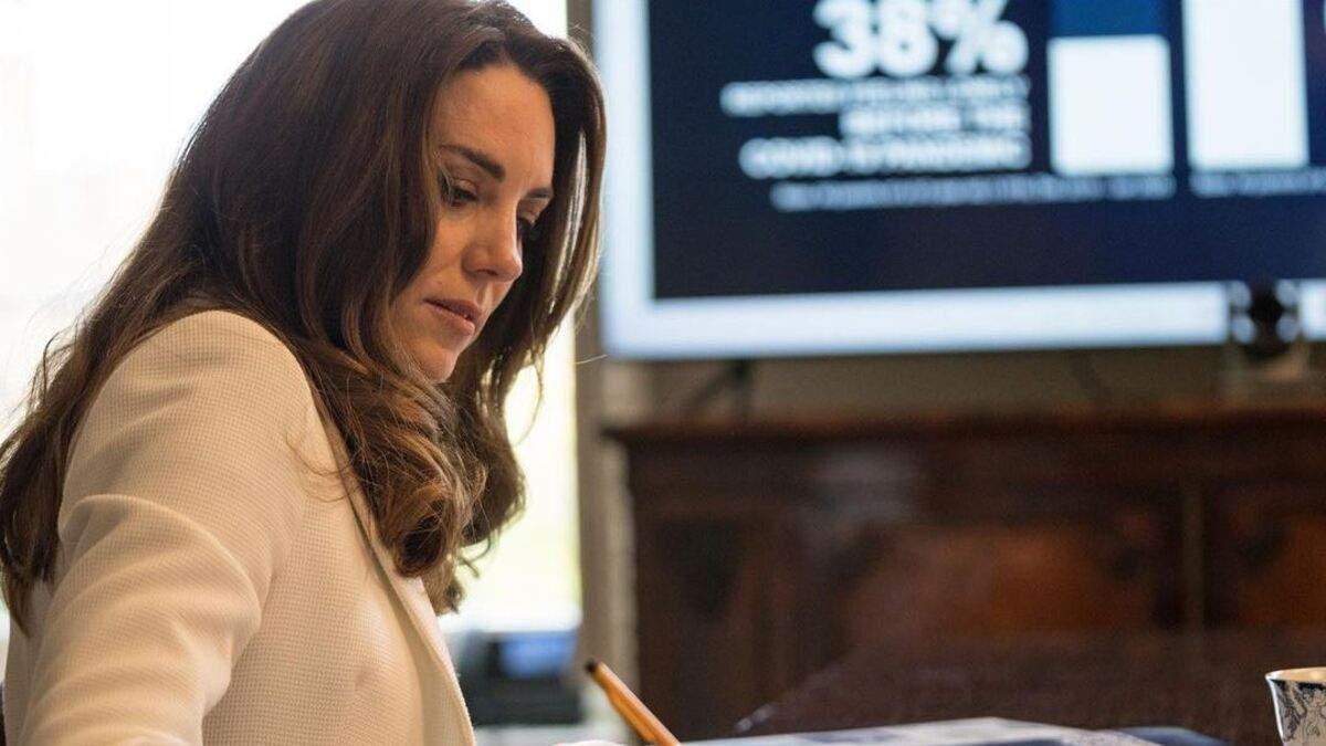 Кейт Міддлтон підкорила образом в елегантному жакеті: відеозустріч