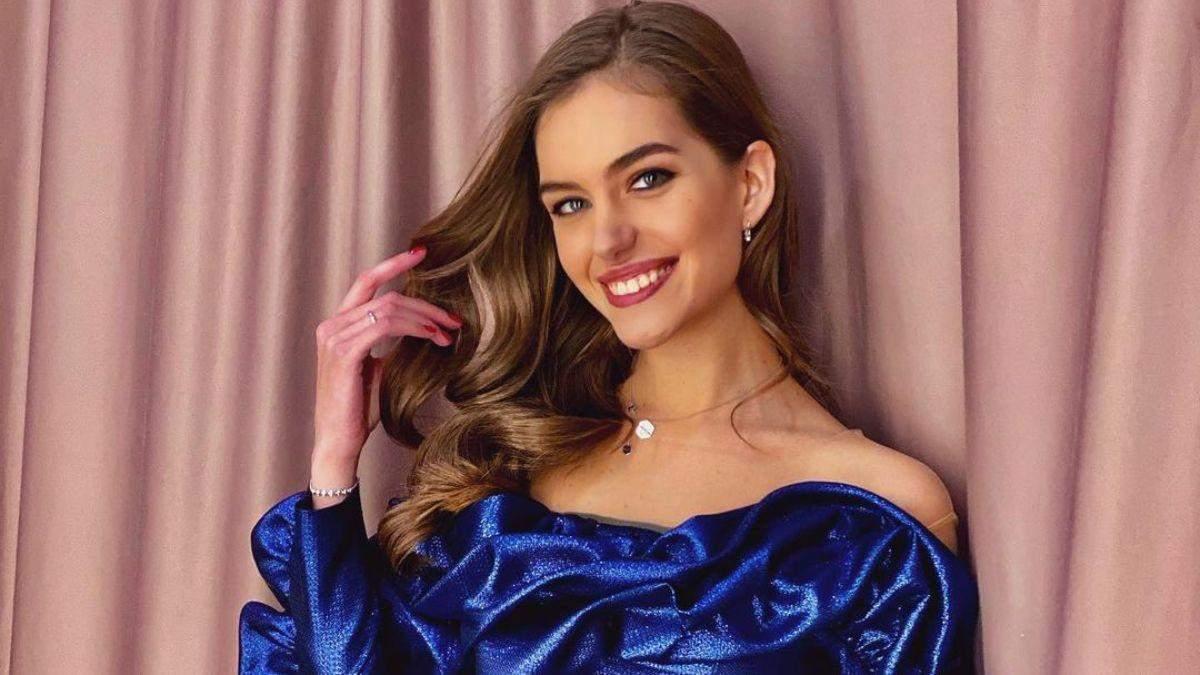 Дружина Дмитра Комарова зачарувала елегантним образом у синьому костюмі: фото