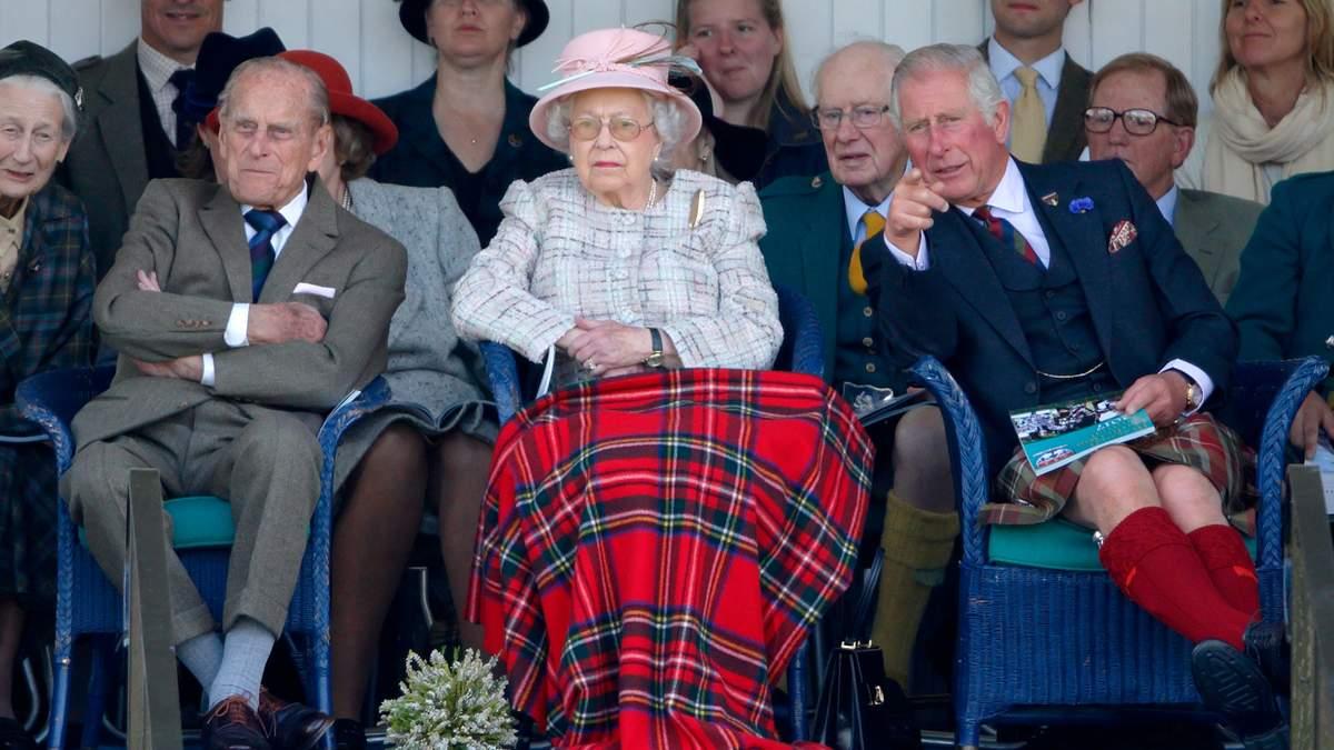 Принц Чарльз відвідав батька в лікарні і повернувся зі сльозами на очах
