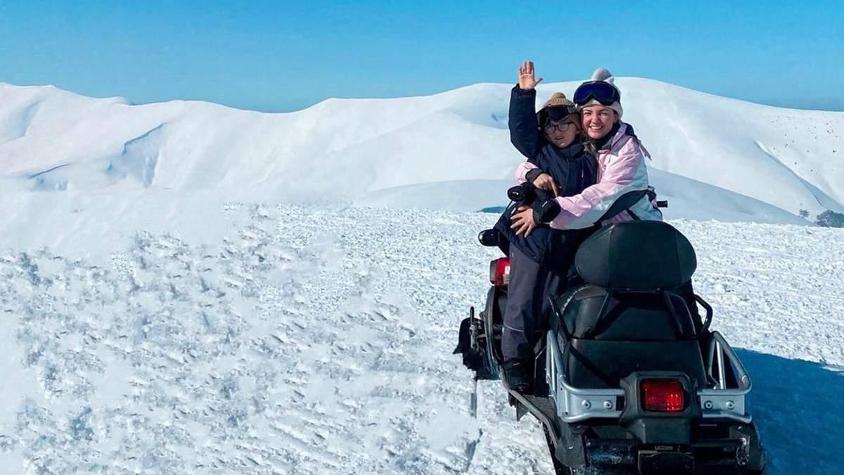 Оля Цибульська відпочиває в горах з сином і чоловіком: фото