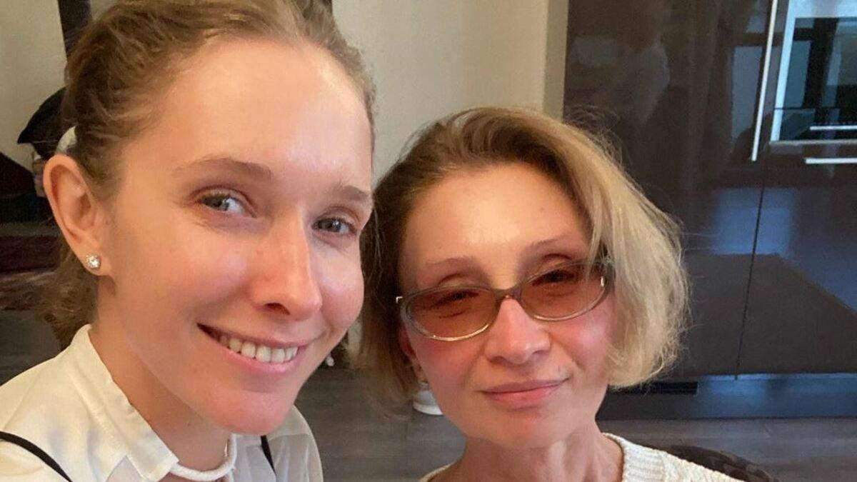 Катя Осадчая отметила день рождения мамы: яркие фото с застолья