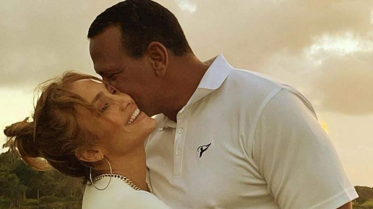 В Доминикане: Дженнифер Лопес очаровала романтическими фото с женихом