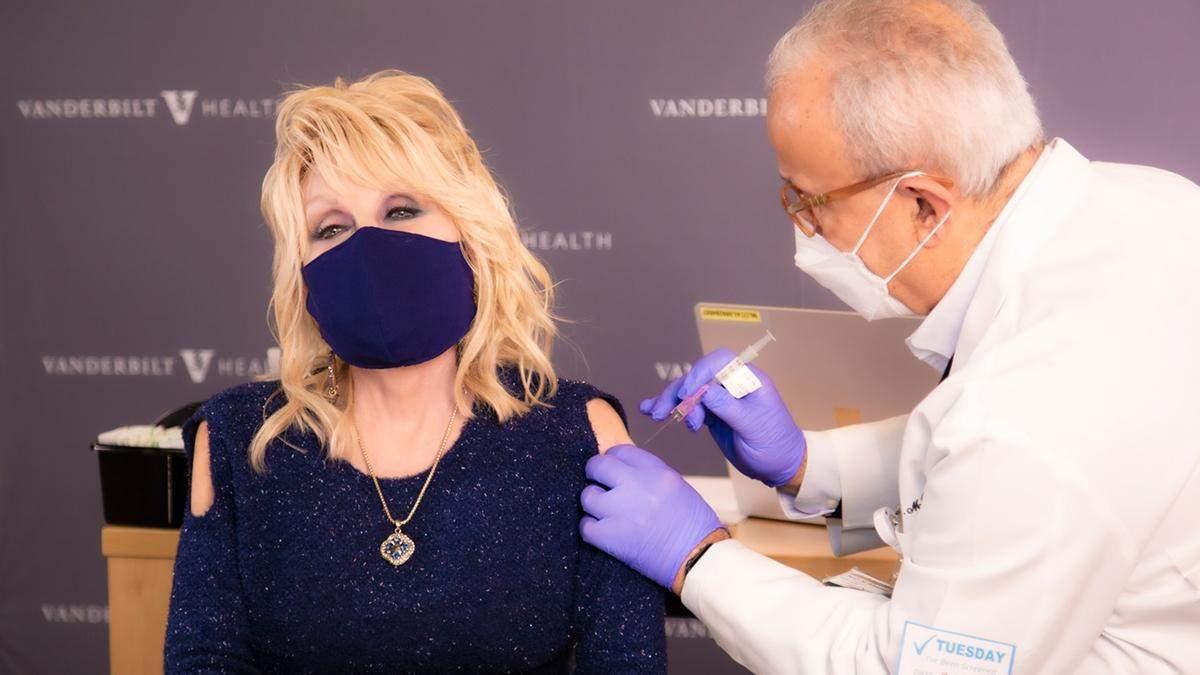 Долли Партон вакцинировался от коронавируса: видео