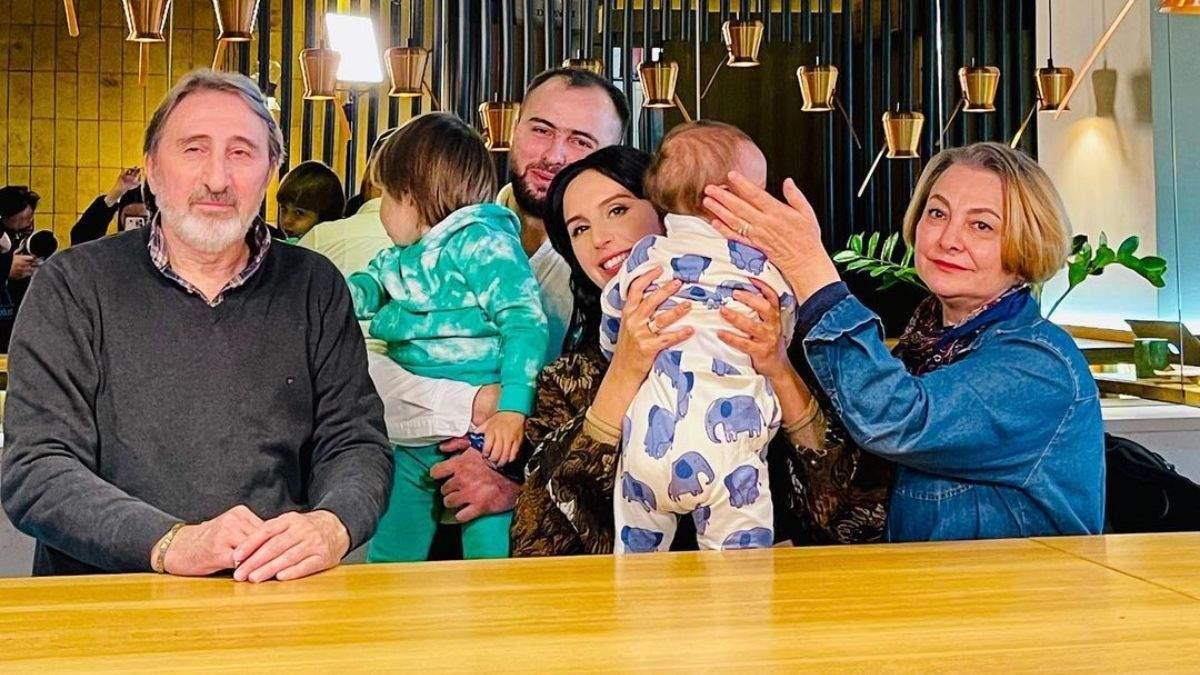 Джамала замилувала мережу сімейними фото з батьками чоловіка