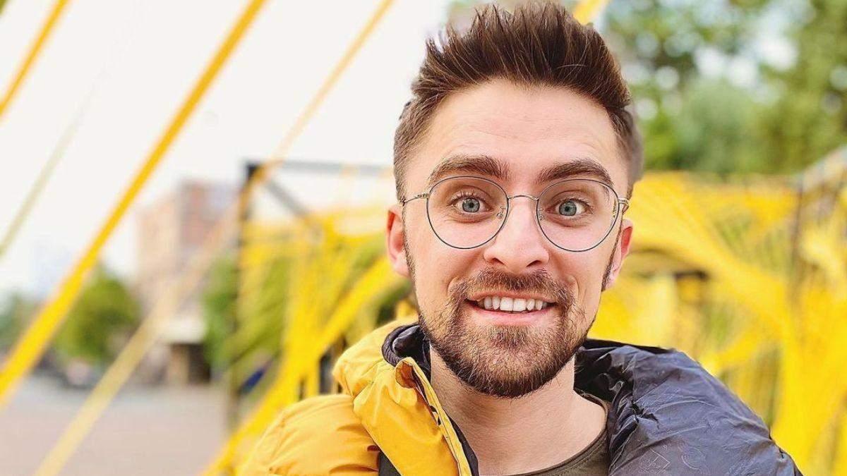 В парике и с бритвой в руках: шоумен Julik рассмешил забавным роликом в канун 8 Марта