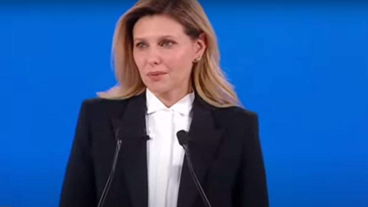 Елена Зеленская покорила образом на форуме Украина 30: фото