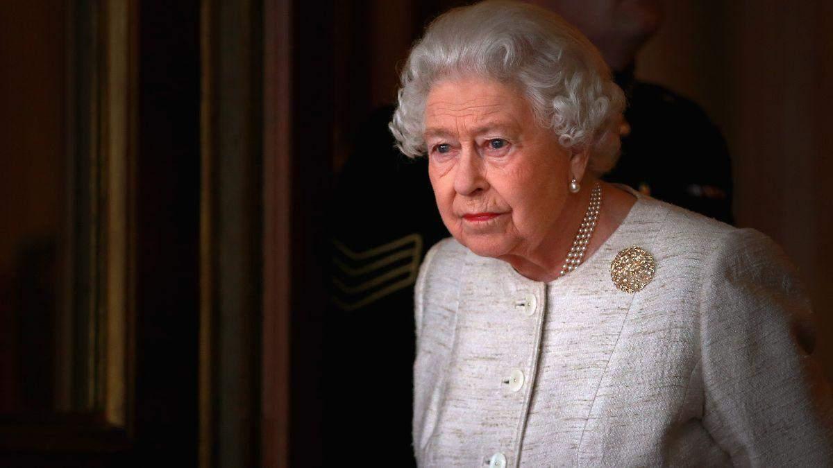 Букингемский дворец обнародовал архивное фото Елизаветы II с матерью