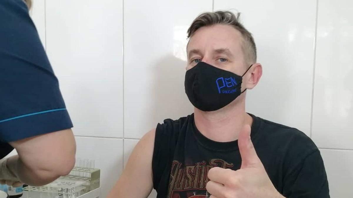 Сергій Жадан зробив щеплення від коронавірусу: це обурило мережу