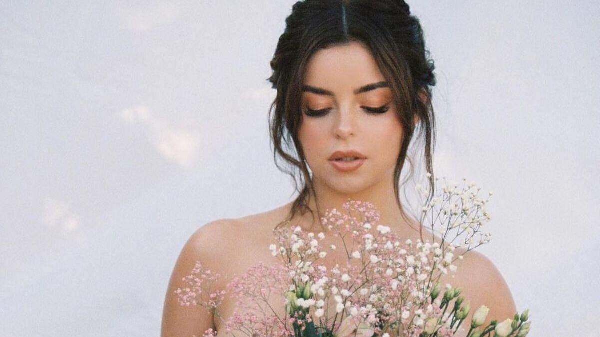 Прикрила оголені груди: Демі Роуз завела мережу еротичним фото