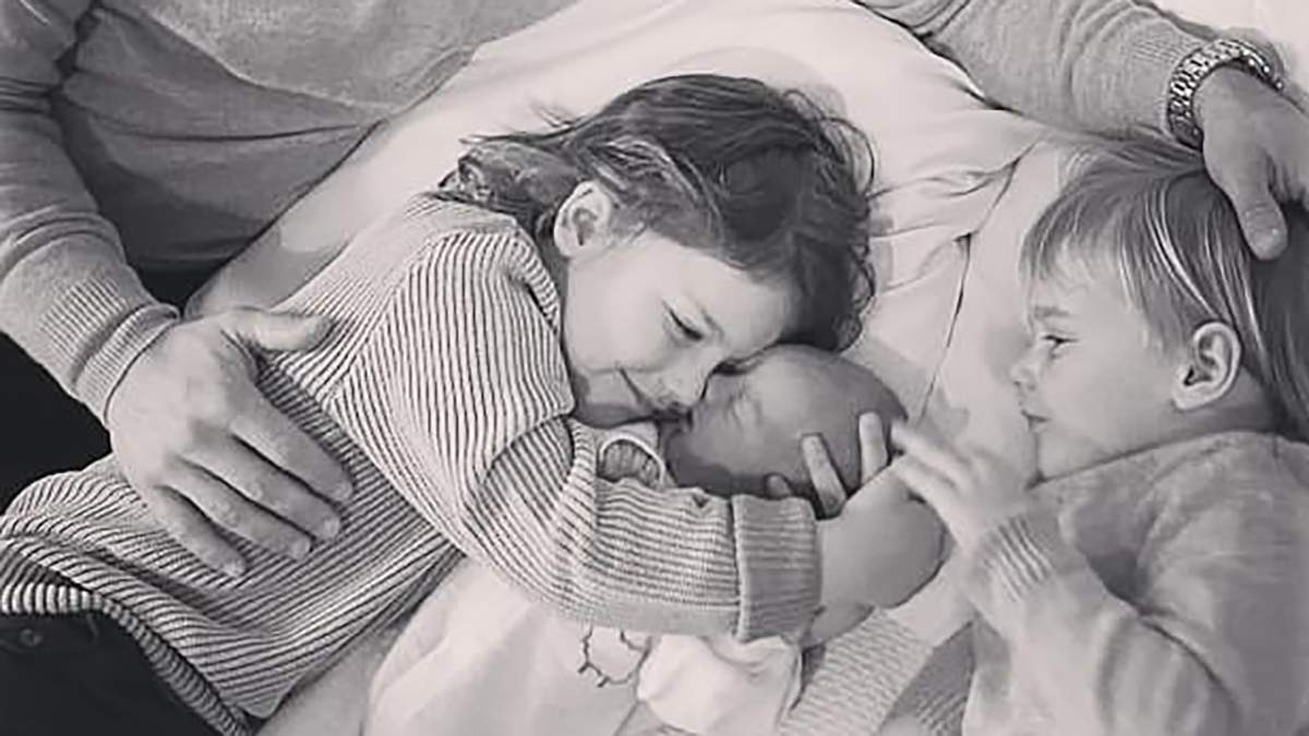 Принцесса София очаровала новыми фото трех сыновей: трогательные кадры со знакомства