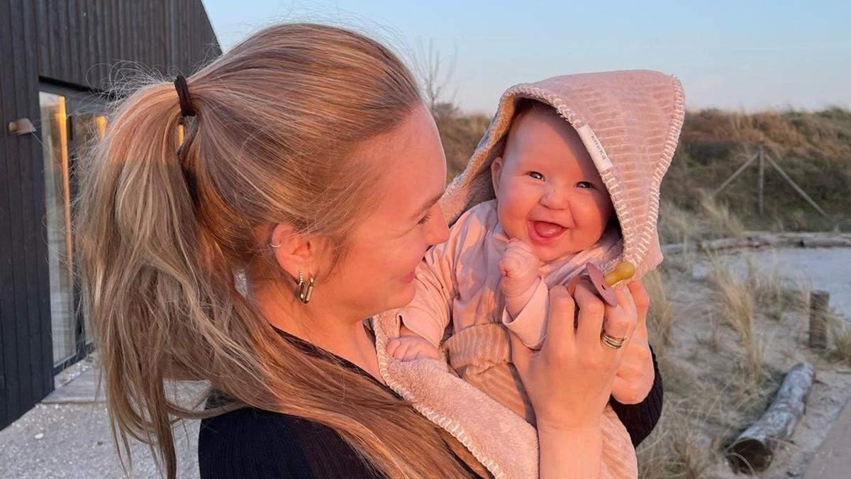 Роми Стрейд прогулялась по пляжу с четырехмесячной дочкой: фото