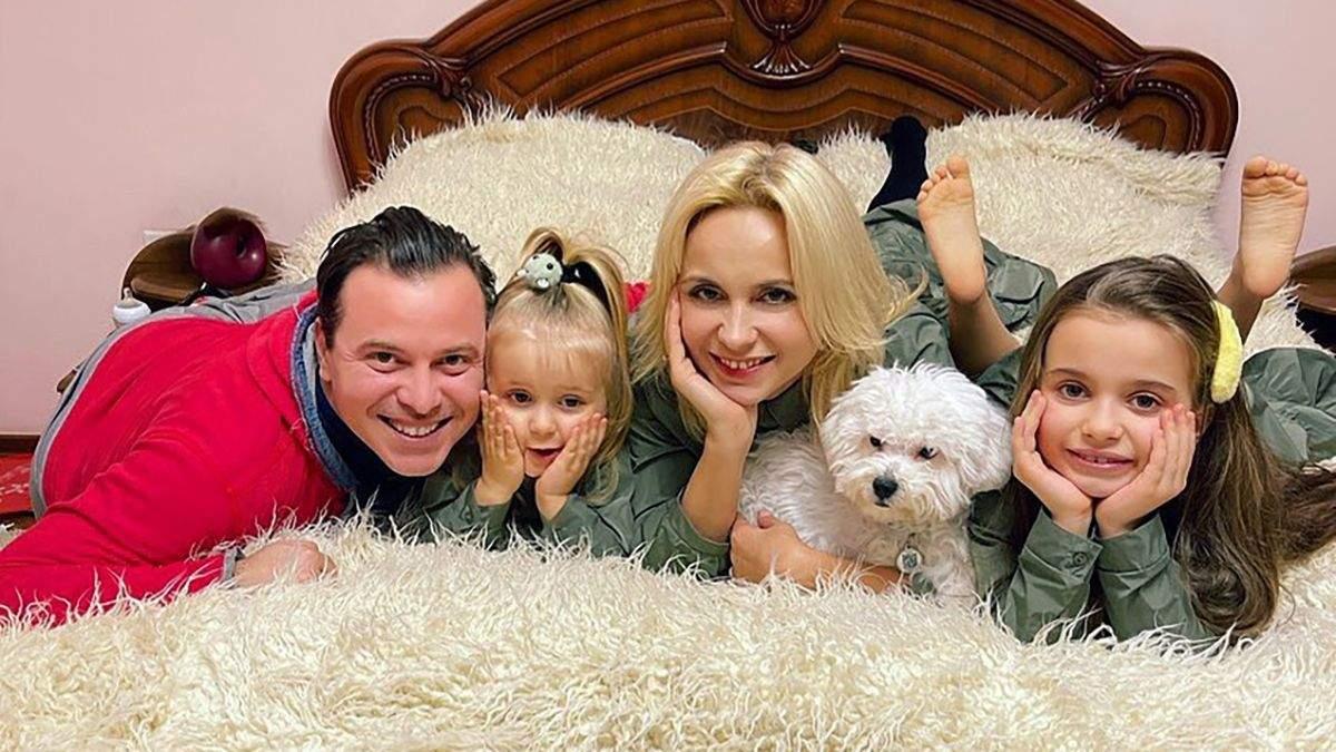 Лилия Ребрик покорила забавным танцем с мужем и детьми