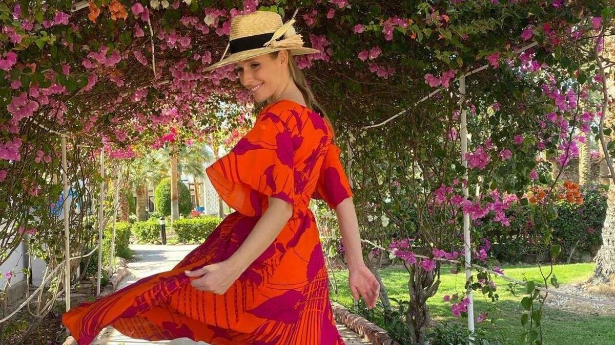 Катя Осадчая покорила стильным образом в летнем платье: яркое фото из Египта