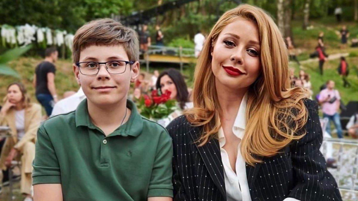 Скільки Тіна Кароль платить за один навчальний рік сина у Великобританії