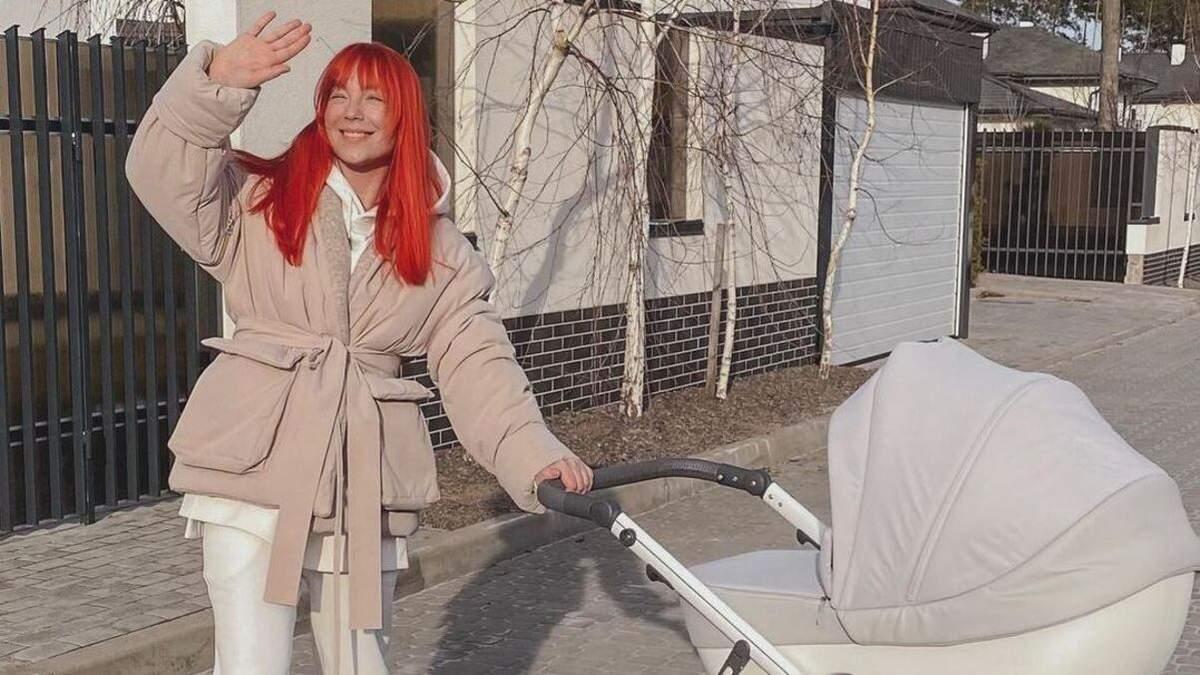 Светлана Тарабарова показала прогулку с дочкой: солнечные кадры
