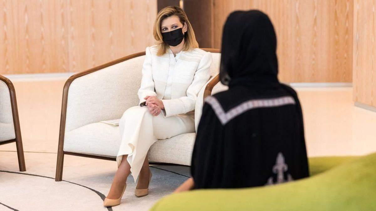 Елена Зеленская покорила нежным образом в молочном костюме: фото нового выхода в Катаре