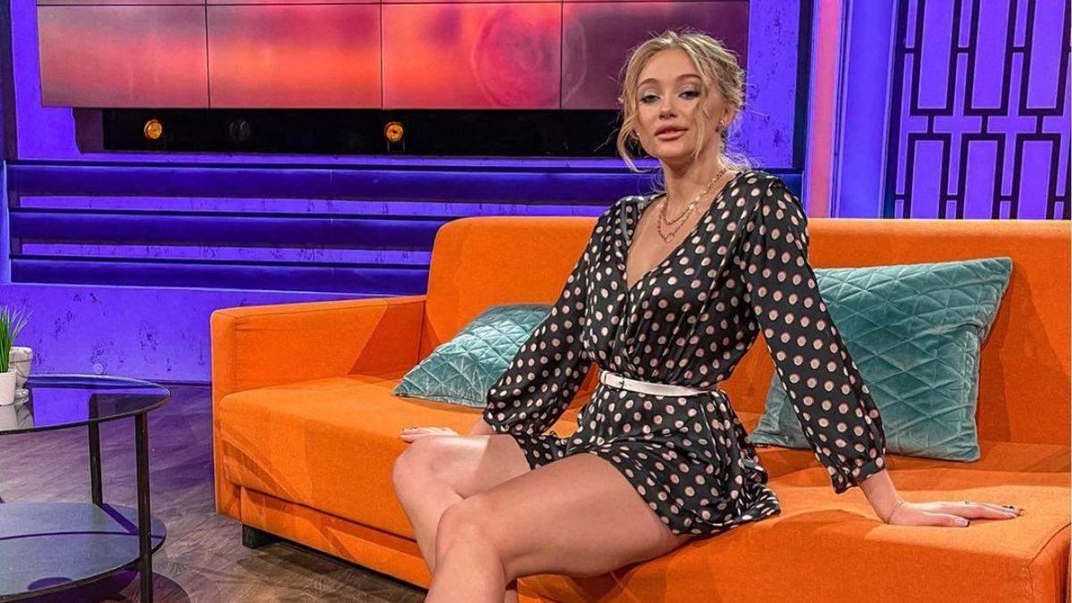 Учасниця Холостяка-11 похизувалася стрункими ногами у короткій сукні
