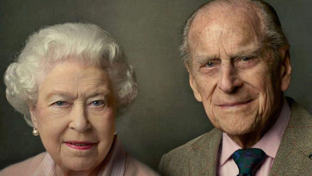 Королевская семья распространила фото принца Филиппа и Елизаветы II