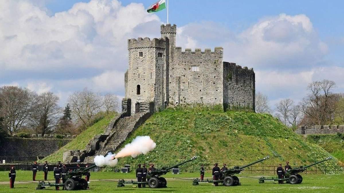 Великобритания почтила память принца Филиппа военными салютами: фото