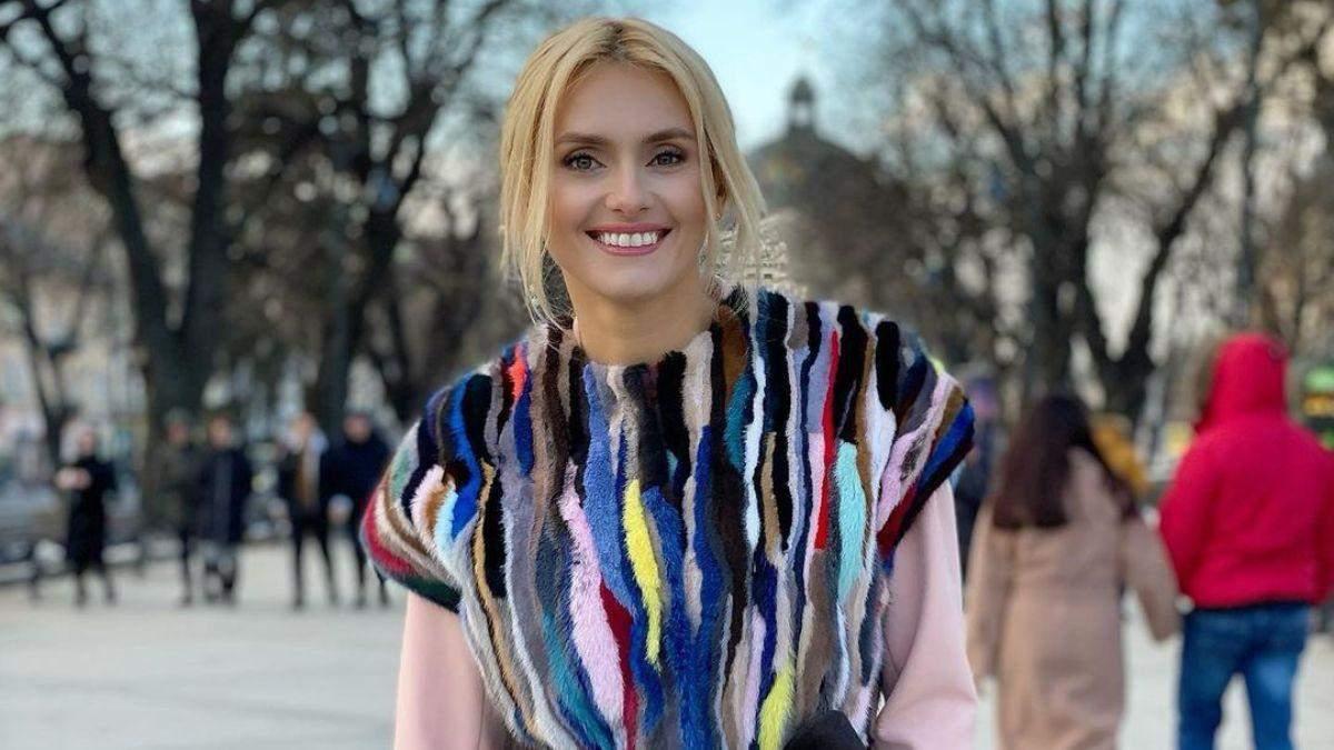 Ирина Федишин покорила весенним образом в изысканном пальто: фото